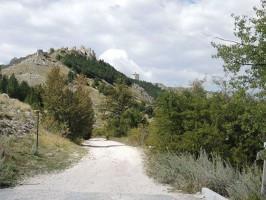 Rocca Calascio e la chiesa