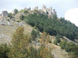 Rocca Calascio vista dalla strada che porta a Castel del Monte